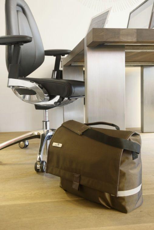 New Looxs Office Postino Messenger Bag 17 Liter brown